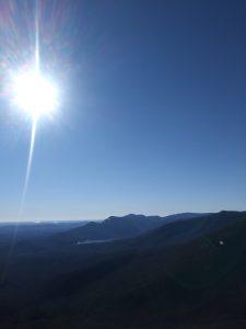 Op de top van Caesars Head State Park in Amerika kijk je je ogen uit.